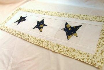 Tischläufer Weihnachtssterne /  Weihnachtstischdecke Sterne Handemade - Handarbeit kaufen