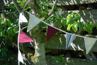 Wimpelkette, Girlande, weinrote - cremébeige, ( 14 Wimpel), Gartendeko, - Handarbeit kaufen