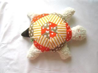 Schildkröte  mit Rassel, Kuscheltier aus Baumwolle, orange - gelb,  handmade, Patchwork