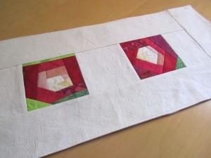 Rosen Tischläufer, Crazy Patchwork, handmade, - Handarbeit kaufen