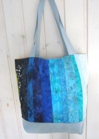Einkaufstasche, Umhängetasche, Shopper mit Batikstreifen in blau und grün, Patchwork, upcycling  - Handarbeit kaufen