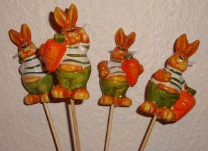 4 lustige Hasen mit Möhre