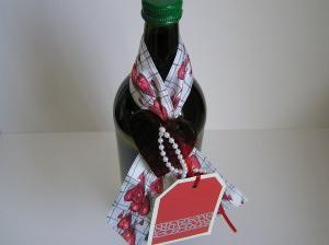 Geschenkeschleife mit Anhänger für Flaschen