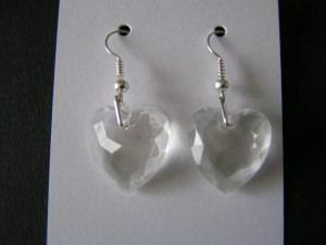 Ohrringe aus Acrylherzen