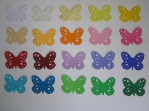 40 bunte gestanzte Schmetterlinge