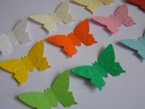 30 geprägte Schmetterlinge in Wunschfarbe