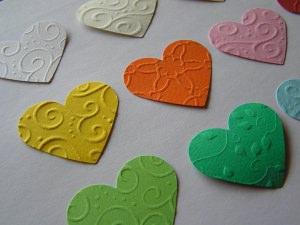 30 geprägte Herzen in Wunschfarbe