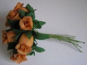12 Mini-Röschen mit Blätter
