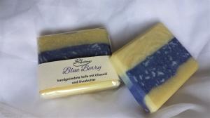 Handgesiedete Seife Blue Berry Olivenölseife mit Sheabutter