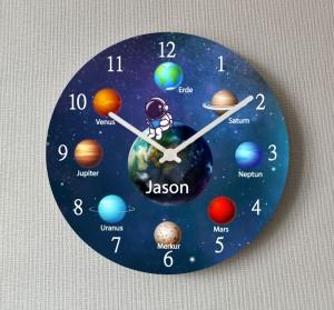 Kinderwanduhr Planeten Astronaut Universum Lernuhr Wanduhr groß personalisiert mit Namen Schulanfang Kinderzimmer Uhr Weltall