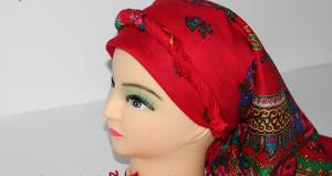 Ukrainischer Traditionsschal mit Fransen in floralem Design