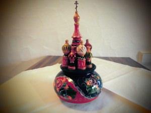 Russische Spieluhr, handbemalt, Design Kreml, Holz, 22 cm hoch, Unikat