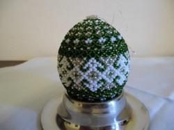 Sortiment mit 3 handgearbeiteten Perlen-Dekor-Eiern, 4 x 7 cm / Unikate