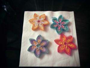 Sortiment 5 bunte Blüten zum Aufhängen aus Papier, Handarbeit - Handarbeit kaufen