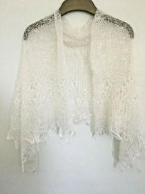 Handgearbeiteter Orenburg-Schal aus Ziegenwolle, Farbe: weiss-elfenbein, Nr. 3, 120x120 cm / Unikat  - Handarbeit kaufen