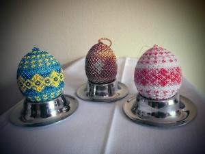 3 handgearbeitete Perlen-Dekor-Eier , je 7 x 4 cm / Unikate, Holz - Handarbeit kaufen