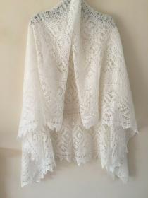 Handgestrickter-Kalinka-Orenburg-Schal aus Ziegenwolle mit 20% Seide, 150 x 150 cm,  Unikat,Farbe: weiss