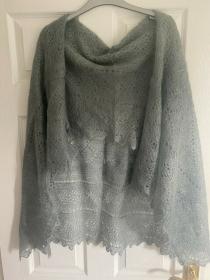 Handgestrickter-Kalinka-Orenburg-Schal aus Ziegenwolle mit 20% Seide, 150 x 150 cm, Unikat, Farbe: silbergrau - Handarbeit kaufen