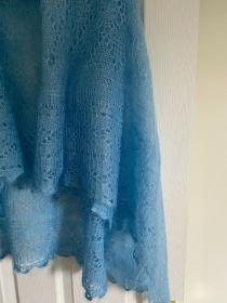 Handgestrickter-Kalinka-Orenburg-Schal aus Ziegenwolle mit 20% Seide, Unikat, 150 x 150 cm, Farbe: himmelblau # 02 - Handarbeit kaufen