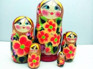 Handgearbeitete Matroschka, Blumenmotiv, 5-er Set, Unikat, orange-rot