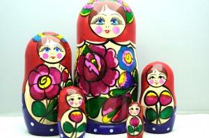 Handgearbeitete Matroschka, Blumenmotiv, 5-er Set, Unikat, rot-lila - Handarbeit kaufen