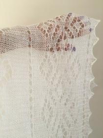 Handgestrickter-Kalinka-Orenburg-Schal aus Ziegenwolle mit 20% Seide, 150 x 150 cm, Unikat, Farbe: weiss
