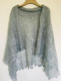 Handgestrickter-Kalinka-Orenburg-Schal aus Ziegenwolle mit 20% Seide, 150 x 150 cm, Unikat, Farbe:  hell-blau, # 11