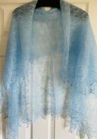 Kalinka-Orenburg-Schal aus Ziegenwolle mit 20% Seide, 135 x 135 cm, Farbe: hellblau # 7, Unikat / Handarbeit  - Handarbeit kaufen