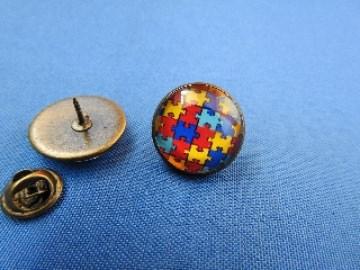 Cabochon Pin ♥ Autismus ♥ Puzzlemotiv Anstecker Brosche Bronze