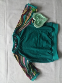 Babyshirt Türkis mit bunten Ärmeln in Größe 62