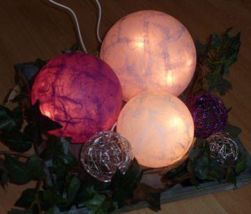 3er Kugellampe/Leuchtkugeln in Lilatönen bei ideenReich kaufen