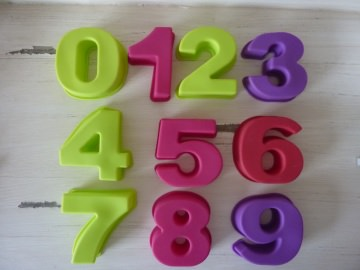 Silikonform Zahlen 0 bis 9, ca. 8 cm hoch, bei ideenReich kaufen