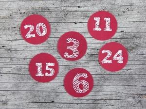 Adventskalenderzahlen **geSTRICHelt** von ZWEIFARBIG 24 Stück 40mm Aufkleber Adventskalender Zahlenaufkleber Advent Etiketten Adventszahlen Weihnachten - Handarbeit kaufen