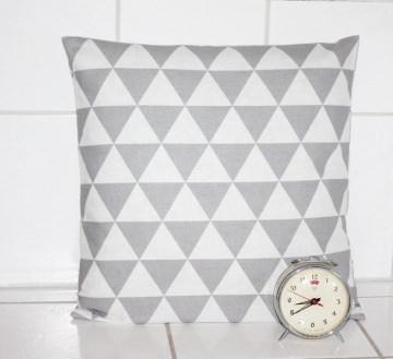 Kissen grau Retro Dekokissen Dreiecke VINTAGE Kissenbezug grafisches Muster kaufen