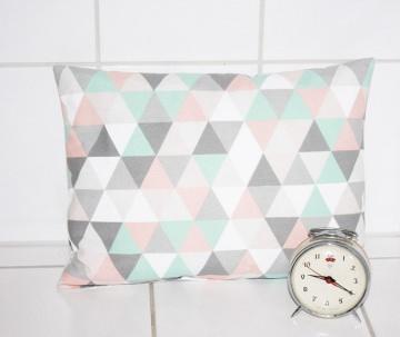 Kissenbezug pastell Dreiecke skandinavisch 30x50 kaufen