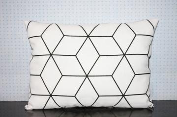 Kissenbezug skandinavisch schwarz weiß 50x30 Kissenhülle Rauten kaufen