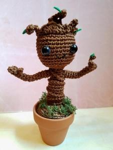 Gehäkeltes Amigurumi inspiriert von Groot aus Baumwolle mit Tontopf - Handarbeit kaufen