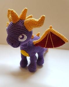 Gehäkeltes Amigurumi inspiriert von Spyro aus Baumwolle - Handarbeit kaufen