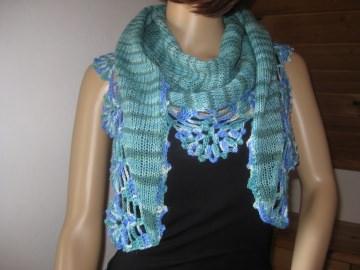 Dreieckstuch, Schaltuch aus handgefärbter Wolle mit hübscher Musterkante