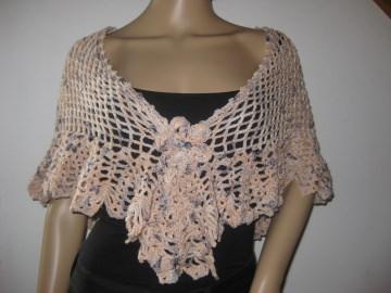 Dreieckstuch, Cape, Umhang aus weicher Wolle (Merino) mit breiter Musterkante, gehäkelt - Handarbeit kaufen