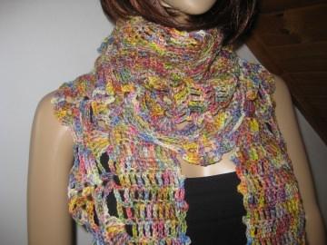 Schaltuch aus handgefärbter Wolle mit breiter Musterkante, Schal, Dreieckstuch