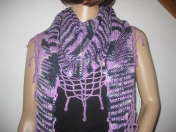 Dreieckstuch, Schaltuch aus handgefärbter Wolle mit hübscher Perlen-Kante, gestrickt und gehäkelt, Schal, Stola  - Handarbeit kaufen