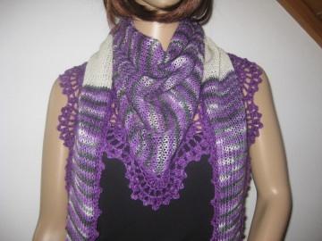 Dreieckstuch, Schaltuch aus handgefärbter Wolle, gestrickt und gehäkelt, Schal, Stola - Handarbeit kaufen