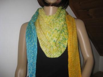 Dreieckstuch, Schaltuch aus handgefärbter Wolle mit langem Farbverlauf, gestrickt, Schal, Stola