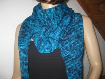 Schaltuch aus handgefärbter Wolle, gestrickt, Dreieckstuch, Schal, Stola - Handarbeit kaufen