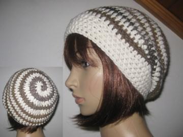 Mütze, Beanie im Spiral-Design in Brauntönen mit cremeweiß