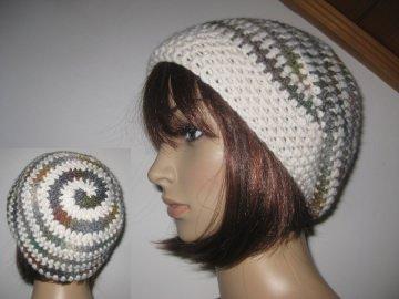 Mütze, Beanie im Spiral-Design in grau-bunt mit cremeweiß