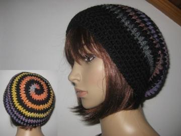 Mütze, Beanie im Spiral-Design in schwarz-bunt