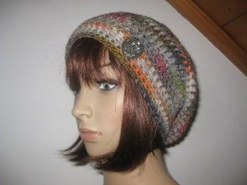 Mütze, Beanie mit auffälligem Farbverlauf in grau-bunt