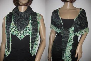 Dreieckstuch, Schaltuch aus handgefärbter Wolle in schwarz-grün, Schal, Stola